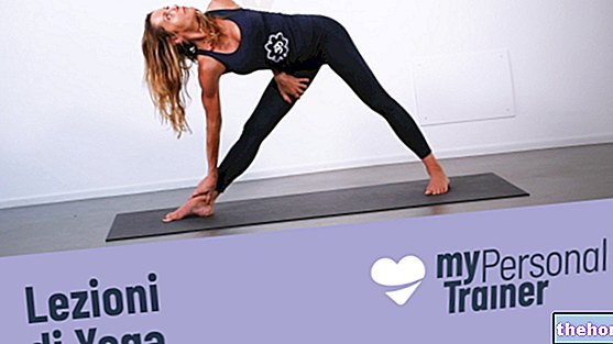 Lateral and twisted triangles to open the chest and strengthen the back - yoga